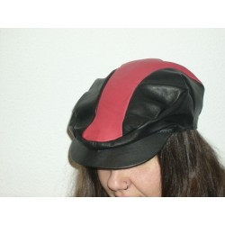 gorra-negra-roja