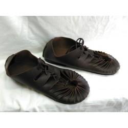 Sandalia romana marrón engrasado