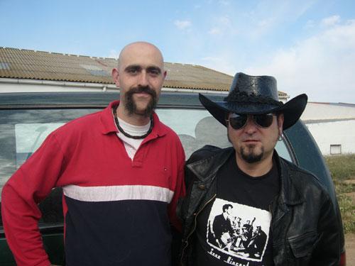 Carlos Segarra, cantante de Los Rebeldes, utiliza nuestros sombreros desde el año 2005 y en su próximo disco, aparecerá en la portada con uno de ellos.