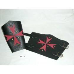 brazalete-cruz-de-malta-negro-rojo